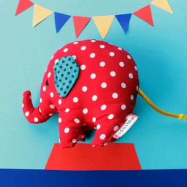 piros_pottyos_elefant